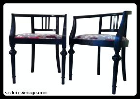 Wooden armchairs - a pair Coppia poltroncine a pozzetto